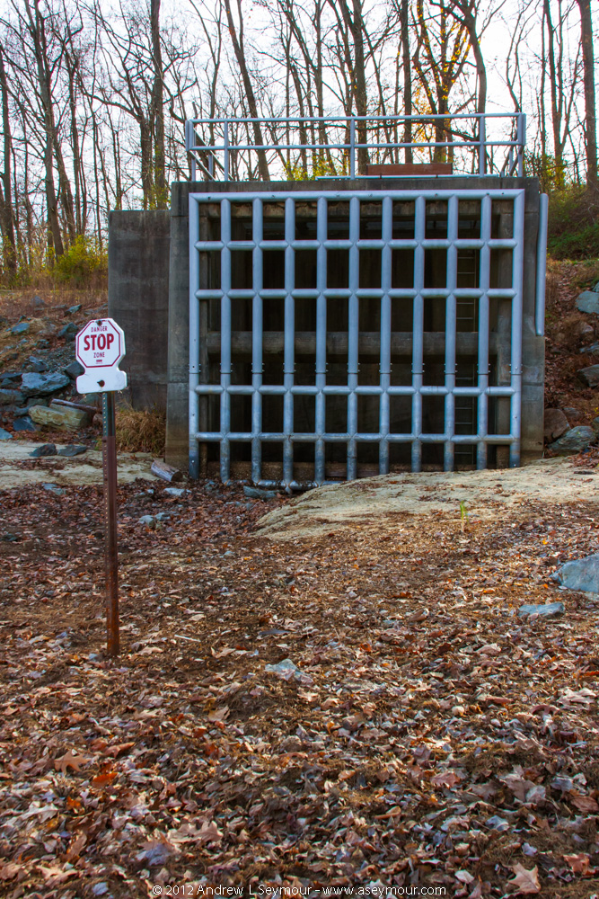 Spillway gate and Safety sign