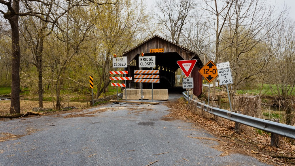 Bridge Closed signs at Speakman #1